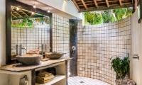 Villa Phinisi Bathroom | Seminyak, Bali