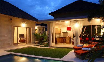 Briana Villa Pool Side | Batubelig, Bali