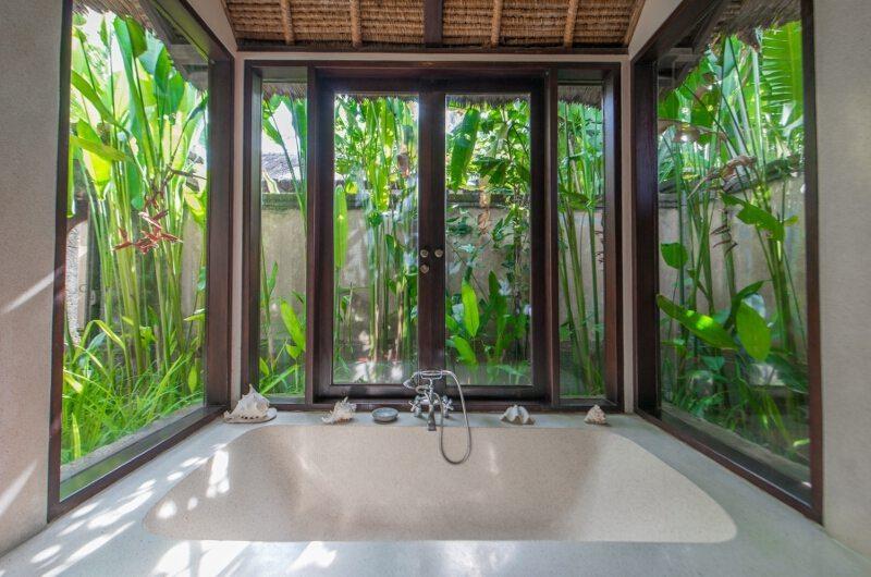 Ombak Luwung Bathtub   Canggu, Bali