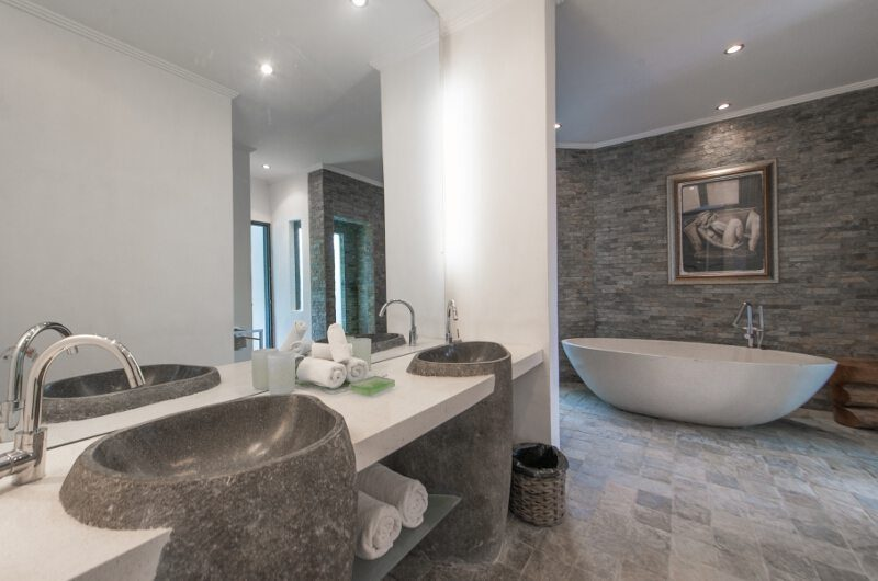 Villa Palm River Guest Bathroom | Pererenan, Bali