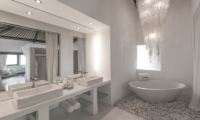 Villa Palm River Bathroom | Pererenan, Bali