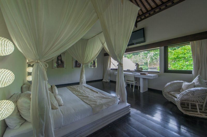 Villa Palm River Bedroom | Pererenan, Bali