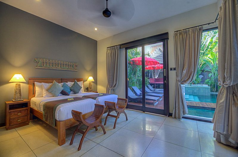 Villa Sundari Twin Bedroom with Lamps | Seminyak, Bali