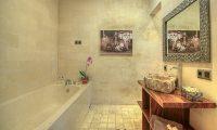 Villa Sundari Bathroom with Bathtub | Seminyak, Bali