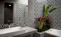 Esha Seminyak 2 En-suite Bathroom | Seminyak, Bali
