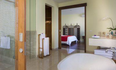 Pandawa Cliff Estate Villa Markisa Bedroom and En-suite Bathroom | Ungasan, Bali