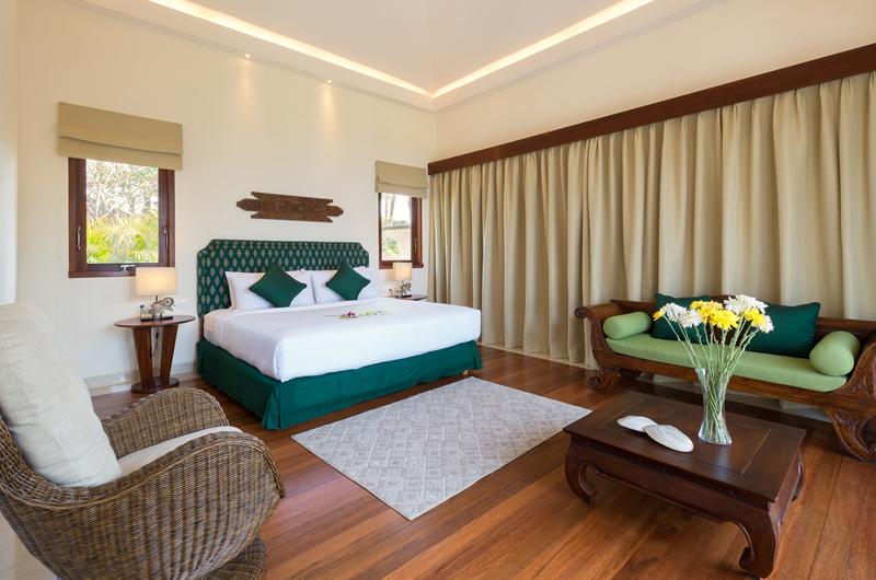 Pandawa Cliff Estate Villa Rose Bedroom with Sofa | Ungasan, Bali