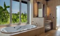 The Luxe Bali Bathroom | Uluwatu, Bali