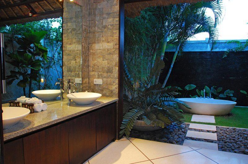 Villa Cinta Bathroom I Seminyak, Bali