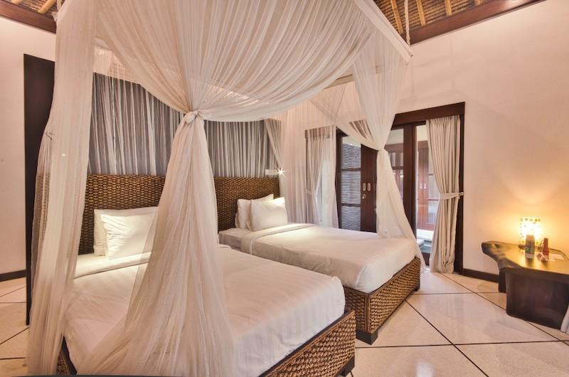 Villa Cinta Twin Bedroom with Table | Seminyak, Bali