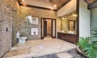 Villa Cinta Bathroom with Shower | Seminyak, Bali