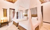 Villa Cinta Twin Bedroom with Lamp | Seminyak, Bali