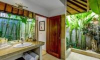 Vitari Villa Guest Bathroom | Seminyak, Bali