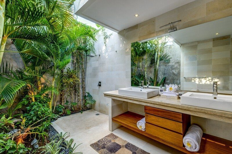Vitari Villa En-suite Bathroom | Seminyak, Bali