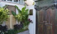 Santai Villa Entrance | Batubelig, Bali