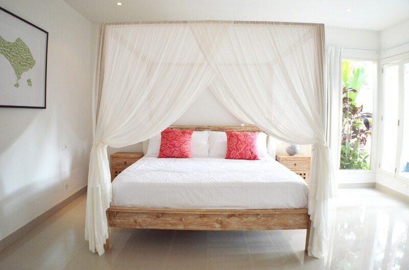 Santai Villa Master Bedroom | Batubelig, Bali