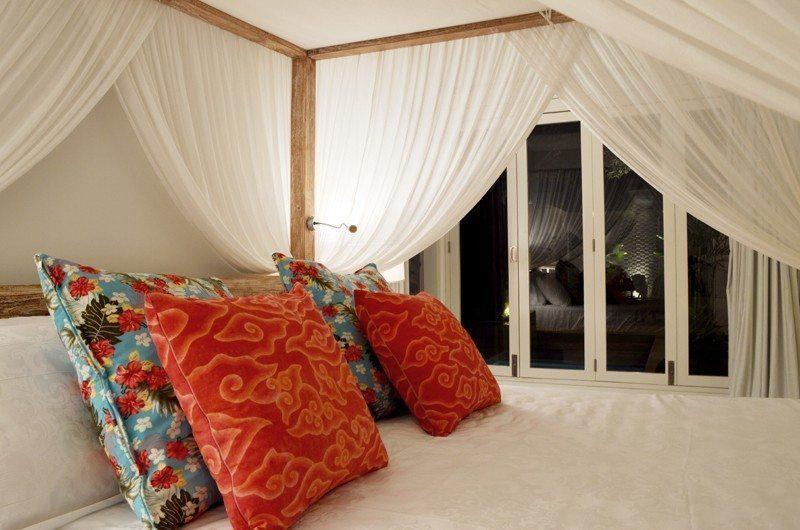 Santai Villa Guest Bedroom | Batubelig, Bali