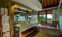 Shalimar Makanda Romantic Bathtub Area   Seseh, Bali