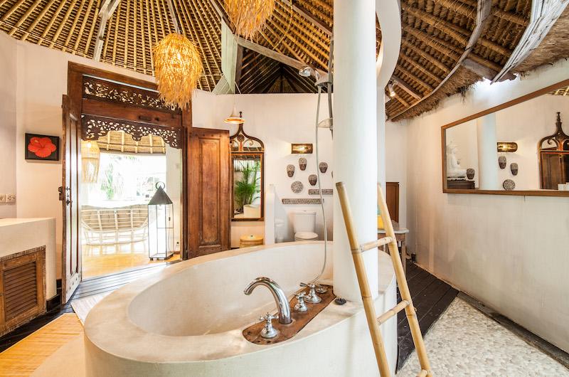 Casa Lucas Bathtub | Seminyak, Bali