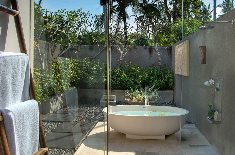 Seseh Beach Villas Seseh Beach Villa 1 En-suite Bathroom with Bathtub | Seseh, Bali