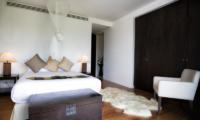 Villa Napalai King Size Bed | Surin, Phuket
