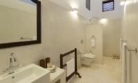 Ambassador's House Bathroom One | Galle, Sri Lanka