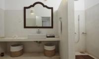 Pooja Kanda Bathroom | Koggala, Sri Lanka