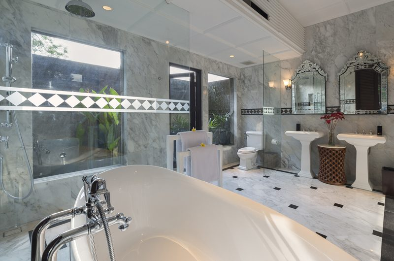 Kaba Kaba Estate His and Hers Bathroom with Bathtub | Tabanan, Bali