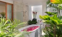 Windu Villas Villa Windu Asri Romantic Bathtub Set Up | Petitenget, Bali