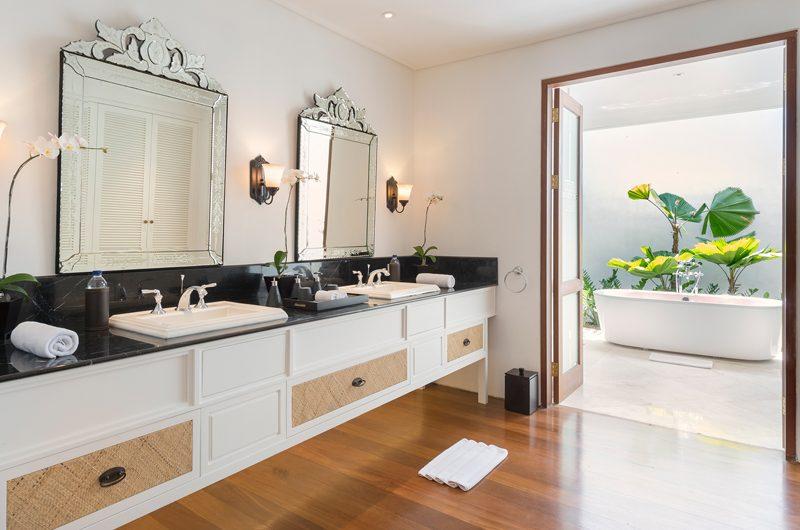Windu Villas Villa Windu Asri His and Hers Bathroom with Bathtub | Petitenget, Bali