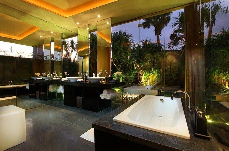 Ivilla Master Bedroom   Petitenget, Bali