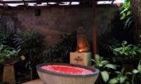 Umah Di Sawah Bathtub   Canggu, Bali