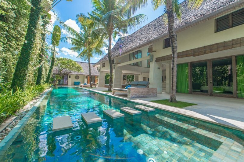 Casa Mateo Reclining Sun Loungers | Seminyak, Bali