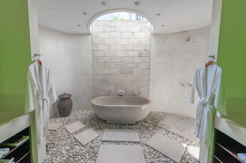 Casa Mateo Semi Open Bathtub   Seminyak, Bali