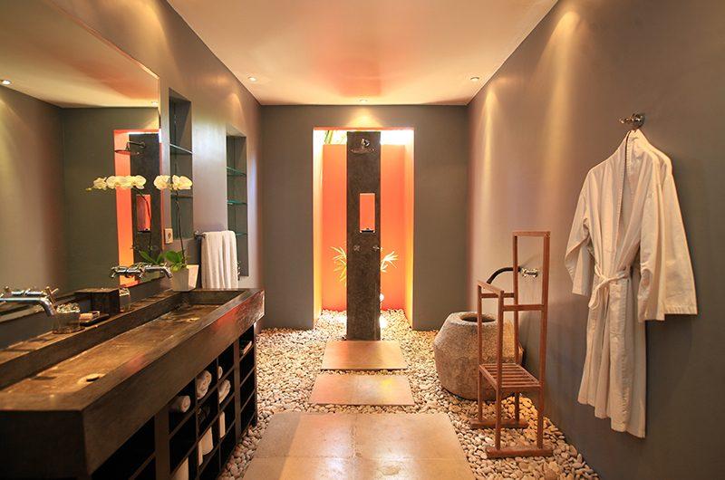 Casa Mateo Guest Bedroom Bathrooom | Seminyak, Bali
