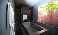 Casa Mateo Bathtub Area | Seminyak, Bali