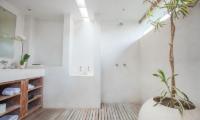 Casa Mateo Bathroom Shower | Seminyak, Bali
