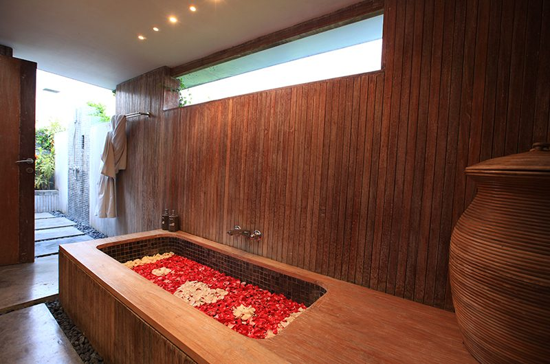 Casa Mateo Bathtub with Rose Petals | Seminyak, Bali