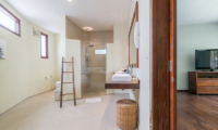 Villa Tirtadari Bedroom and En-suite Bathroom | Umalas, Bali