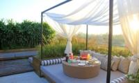 Berry Amour Romantic Villas Lounge | Batubelig, Bali