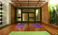 Berry Amour Romantic Villas Yoga Studio | Batubelig, Bali
