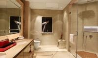 Berry Amour Romantic Villas Temptation Villa En-suite Bathroom | Batubelig, Bali