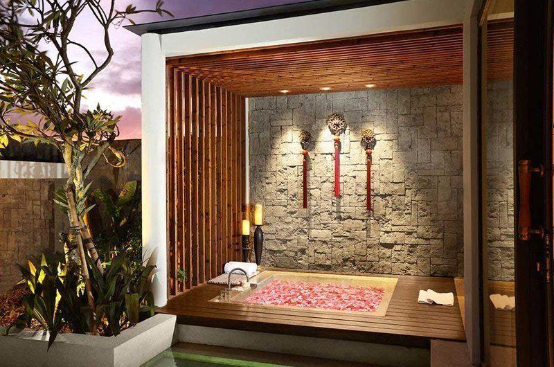 Berry Amour Romantic Villas Temptation Villa Bathroom | Batubelig, Bali