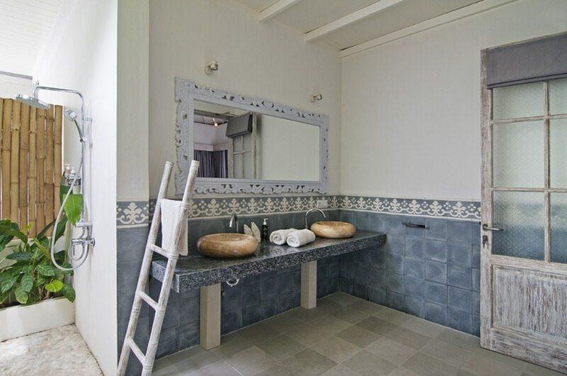 Casa Cinta 2 Semi Open Bathroom | Batubelig, Bali