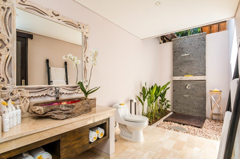Villa Can Barca En-suite Bathroom | Petitenget, Bali
