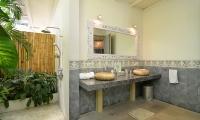 Casa Cinta 2 Open Plan Bathroom | Batubelig, Bali
