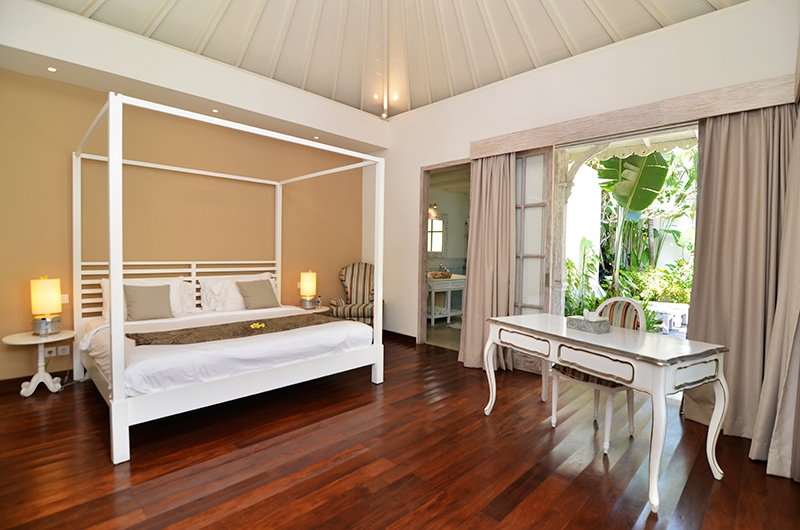 Casa Cinta 2 Bedroom with Study Table | Batubelig, Bali