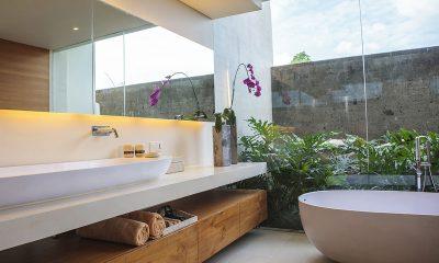 The Iman Villa Bathtub   Pererenan, Bali