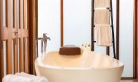 Tawantok Beach Villas Bathtub | Lipa Noi, Koh Samui