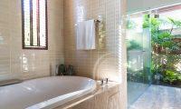 Villa Acacia Bathtub | Maenam, Koh Samui